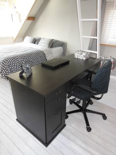 Midsomer Lane attic room, desk