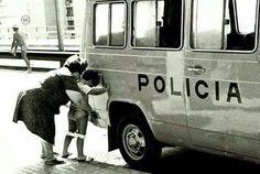 pee at police car Rock N Roll Baby, Boys Peeing, Cool Pictures, Funny Pictures, Nice Photos, Funny Images, Funny Pics, Funny Stuff, Hilarious