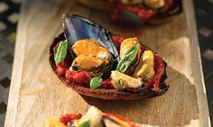 mussels with basil on crusty bread