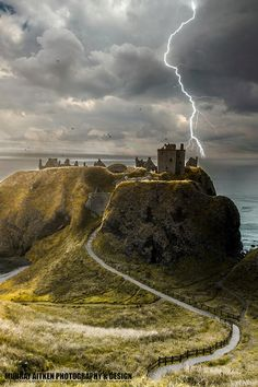Dunnottar Castle, Scotland Love a storm in the Highlands! Scotland Castles, Scottish Castles, Oh The Places You'll Go, Places To Travel, Places To Visit, Beautiful Castles, Beautiful Places, Amazing Places, Photo Chateau