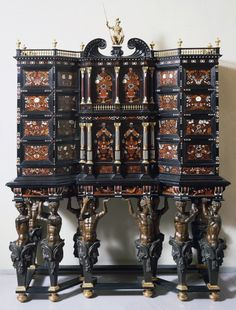 The Silver Museum in Florence also has amazing pieces of furniture, like this cabinet by Leonard van der Vinne. The Flemish cabinetmaker Van der Vinne specialized in inlay techniques. He moved to Italy to work in the Medici manufactory from 1659 until his death in 1713. -Museo degli Argenti-