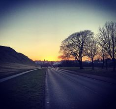 Took a break on my #cycle to see @mrdougbond & @hoodleberry to capture the #Edinburgh #sunset