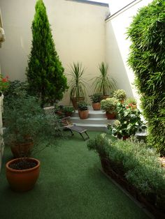 tapis en gazon synth tique original avec sa forme ronde deco jardin du gazon synth tique. Black Bedroom Furniture Sets. Home Design Ideas