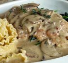 Boneless Chicken Breasts in a mushroom sauce served over spinach with Garlic Buttered Noodles. Another one of those simple to put togeth. Cookbook Recipes, Lunch Recipes, Cooking 101, Cooking Recipes, Mushroom Recipes, Mushroom Sauce, Savoury Dishes, Greek Recipes, How To Cook Chicken