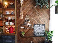 壁に飾れるツリーを廃材と100均アイテムで作りました。