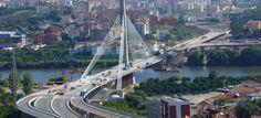 Inaugurada no ano de 2004 na cidade de Coimbra, a Ponte Rainha Santa Isabel, também conhecida como Ponte Europa atravessa o Rio Mondego e permite um acesso mais rápido a zona sul da cidade.