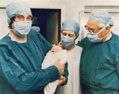 'Test tube baby' pioneer Robert Edwards dies