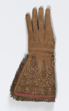 1620, England or the Netherlands - Gloves - Leather, silk (lining, thread), gilt metal (thread, fringe, spangles)