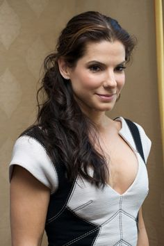 Sandra Annette Bullock: is an American actress. Beautiful Celebrities, Most Beautiful Women, Sandra Bullock Hot, Actrices Sexy, Jolie Photo, Woman Crush, Girl Crushes, Pretty Woman, Lady