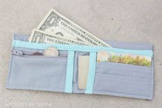 Boys (or girls) Bi-fold Fabric Wallet - Tutorial via Make It and Love It My Sewing Room, Love Sewing, Sewing For Kids, Sew Wallet, Fabric Wallet, Scrap Fabric Projects, Fabric Scraps, Sewing Projects, Wallet Sewing Pattern