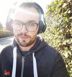 Musik i ørene   Ud og nyde det gode vejr  - #musik #music #love #rap #happy #sol #sun #sky #headphones #selfie #me #smile #glasses #briller #wireless #bluetooth #headphone #danmark #denmark #dk #dansk #hygge #Nature #efterår #fall #life #høretelefoner #superdry #tomford #plantronics