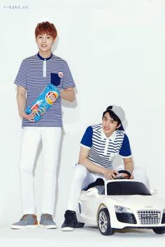 Xiumin Kyungsoo // Can I just point out the chips Xiumin's holding?