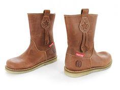 Shoesme Crêpe Original laarzen. De zool is gemaakt van 100% rubber (ook wel spekzool genoemd), wat erg soepel is en zorgt voor demping. Crêpe Original is ieder seizoen verkrijgbaar in verschillende trendy uitvoeringen - maat 22 t/m 35.