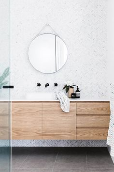 Bathroom tips, bathroom renovation, master bathroom decor and master bathroom organization! Bathrooms could be beautiful too! From claw-foot tubs to shiny fixtures, they are the bathroom that inspire me the most. Family Bathroom, Laundry In Bathroom, Bathroom Renos, Bathroom Renovations, Bathroom Ideas, Bathroom Designs, Bathroom Organization, Bathroom Goals, Remodel Bathroom