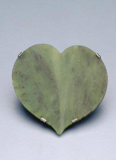 Kawakawa leaf, brooch