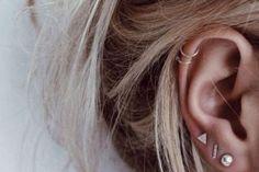ZIEN: Dit is nu de hipste plek voor een piercing Piercing ear piercing places Piercing Tattoo, Top Ear Piercing, Cute Ear Piercings, Ear Piercings Cartilage, Cartilage Hoop, Body Piercing, Double Helix Piercing, Helix Hoop, Labret Piercing
