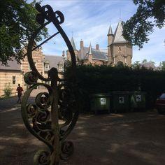 9 juli 2017 - Kasteel Heeswijk-Dinther met gracht, koetshuis, kasteel met rijk interieur op drie verdiepingen, losse toren en binnenplaats. En de Norbertijnenabdij van Berne in Heeswijk-Dinther met proeflokaal.