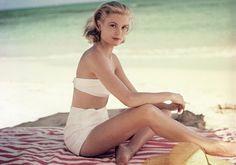 Grace Kelly at la plage. Grace Kelly at la plage. Grace Kelly at la plage. Vintage Hollywood, Hollywood Glamour, Classic Hollywood, Hollywood Usa, Divas, Catherine Deneuve, Pin Up, Vintage Beauty, Vintage Fashion