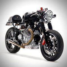 Prenez une Moto Guzzi 1100 de 1996, déshabillez-la jusqu'au…
