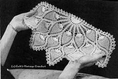 Pineapple or Peacock - could make larger for shawl Crochet Table Topper, Crochet Table Runner Pattern, Free Crochet Doily Patterns, All Free Crochet, Crochet Home, Crochet Motif, Crochet Designs, Crochet Doilies, Crochet Ideas