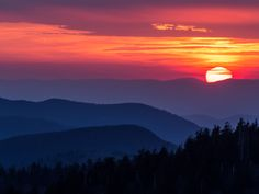 Sunset seen from Clingmans Dome, Great Smoky Mountains National Park. Landscape Photography Tips, Sunset Photography, Photography Courses, Aerial Photography, Wedding Photography, Mountain Sunset, Mountain Landscape, Park Landscape, Landscape Photos