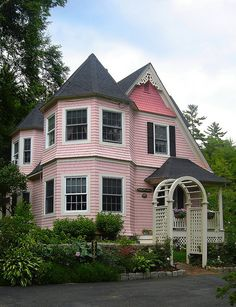 ♫ Little pink Victorian cottage Pink Houses, Old Houses, Dream Houses, Future House, My House, Victorian Homes, Victorian Cottage, Cottage Style, White Cottage