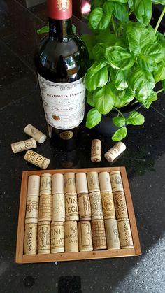 Topfuntersetzer aus Weinkorken und einem Zigarrenkisten Deckel ;-)