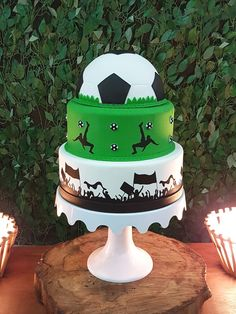 veja 18 ideias para a festa - Birthday FM : Home of Birtday Inspirations, Wishes, DIY, Music & Ideas Soccer Birthday Cakes, Soccer Cake, Football Birthday, Soccer Party, Bolo Neon, Neon Cakes, Sport Cakes, Themed Cakes, Cake Art