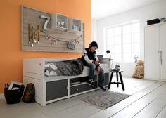Postel Cabin bed, masivní bíle lakovaná borovice, 90 x 200 cm, vyrábí Lifetime, cena od 43 800 Kč, www.lifetime.dk