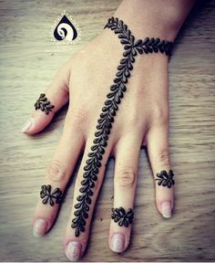 As Rakshabandhan 2019 is Coming, and colleges have started, Here's an article on Henna Mehndi Designs which you can easily pull off to college. These are not too difficult, you will find som… Henna Tattoo Designs Simple, Mehndi Designs For Kids, Finger Henna Designs, Mehndi Designs For Beginners, Modern Mehndi Designs, Dulhan Mehndi Designs, Mehndi Design Pictures, Mehndi Designs For Fingers, Beautiful Mehndi Design