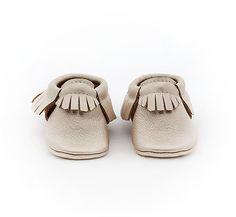 Baby Mokassins Platinum Leder mit weicher Sohle von TheCoralPear, $45.00