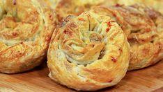 Kıymalı Pırasalı Gül Böreği Tarifi nasıl yapılır? Kıymalı Pırasalı Gül Böreği Tarifi'nin malzemeleri, resimli anlatımı ve yapılışı için tıklayın. Yazar: Kadınca Tarifler