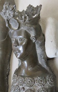 daughter of king Christopher II, 1332, and wife queen Euphemia of Pomerania, 1330, Denmark Soro Abbey, http://www.themcs.org/costume/Female/Denmark%20Soro%20Abbey%20king%20Christopher%20II%201332%20and%20wife%20Queen%20Euphemia%20of%20Pomerania%201330%20head%20157.JPG
