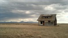 A lone house in the middle of nowhere. [Carter Ferry, Montana] 35 Forgotten Homes Sitting Peacefully Alone In The World Abandoned Houses, Abandoned Places, Places Around The World, Around The Worlds, Seneca Lake, Prairie House, Herefordshire, Ancient Ruins, Water Tower