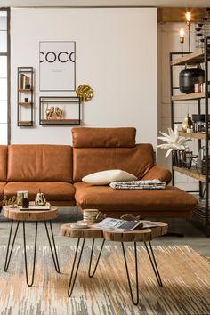 Jeder kennt ihn, viele lieben ihn - den modernen Industrial Style. Typisch für diesen Einrichtungsstil sind Möbel aus Holz, dezente Dekoelemente, wenig Farbe und schwarze Elemente aus Metall. Die Einrichtung wird eher geradlinig und minimalistisch gehalten und lässt den Charm von alten Räumen neu aufleben. Industrial, Couch, Furniture, Home Decor, Minimalist, Metal, Timber Wood, Homes, Colors
