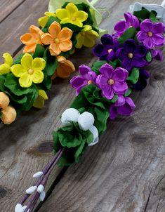 tradycyjne wielkanocne palemki z kolorowej bibuły
