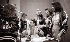 Alan Freed & Fans 1956 Alan Freed, Pin Up, Good Girl Gone Bad, American Bandstand, Chuck Berry, Retro Futurism, Life Photo, Motown, Vintage Photographs