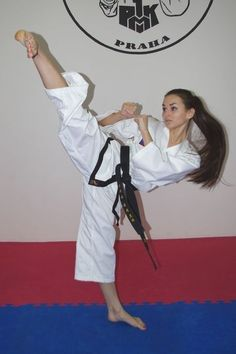 Some Tips, Tricks, And Methods For The Perfect martial arts tutorials Female Martial Artists, Martial Arts Women, Mixed Martial Arts, Flipagram Instagram, Tough Woman, Martial Arts Techniques, Martial Arts Workout, Karate Girl, Female Fighter