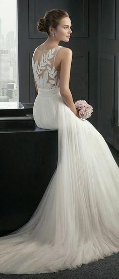 chic + elegant wedding dress