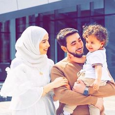 Shared by Find images and videos on We Heart It - the app to get lost in what you love. Muslim Couple Photography, Romantic Couples Photography, Icon Photography, Best Photo Poses, Girl Photo Poses, Cute Muslim Couples, Cute Couples, Cute Baby Couple, Muslim Images