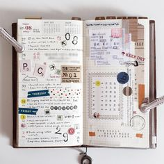 Gorgeous midori travelers notebook pages - ideas and inspiration for keeping a travel journal, sketchbook, scrapbook, or art journal Bullet Journal Agenda, Journal Diary, Bullet Journal Inspo, Journal Layout, Book Journal, Filofax, Smash Book, Tittle Ideas, My Planner Colibri