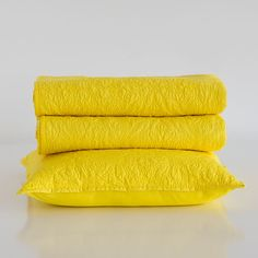 YELLOW RAISED BAROQUE DESIGN CUSHION COVER AND QUILT
