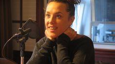 Die französische Sängerin Zaz bei ihrem Besuch im Deutschlandradio Kultur. (Deutschlandradio-Maurice Wojach)