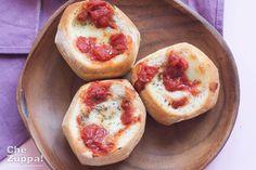 Pizza Panini, pane farcito con pomodoro e mozzarellaChezuppa!