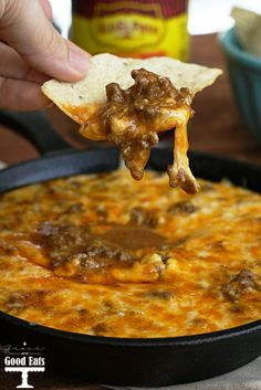Beef Enchilada Dip- super easy and delicious appetizer. Perfect for game day parties or get-togethers. SO addicting!