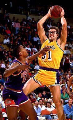 #LL @LUFELIVE#Basketball Kurt Rambis pulls down a board
