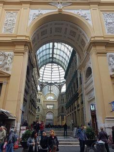 Neapol – magiczne miasto / Naples – a magical city – FASHION & CASH City Fashion, City Style, Naples, Street View, Architecture, Places, Arquitetura, Architecture Design, Lugares