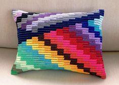 Необычная вышивка барджелло - с чего лучше начать: поделюсь тем, что узнала про эту вышивку | Мои непослушные крестики | Яндекс Дзен Broderie Bargello, Bargello Needlepoint, Needlepoint Belts, Bargello Quilts, Needlepoint Pillows, Needlepoint Stitches, Embroidery Stitches, Embroidery Patterns, Needlework