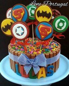 Bolo de Aniversario - Massa de Bolo - Culinária-Receitas - Mauro Rebelo Hulk Birthday, Avengers Birthday, Superhero Birthday Party, Bolo Lego, Avenger Cake, Wonder Woman Party, Minion Party, Superhero Cake, Wedding Cupcakes