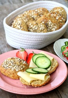 Proteinrike havrerundstykker med chiafrø - LINDASTUHAUG Healthy Snacks, Healthy Recipes, Recipe Collection, No Bake Desserts, Salmon Burgers, Lunch Recipes, I Foods, Healthy Choices, Food And Drink